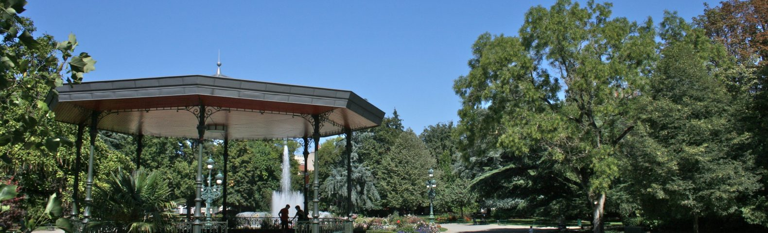 Bandstand_in_Jardin_des_Plantes,_Toulouse,_2